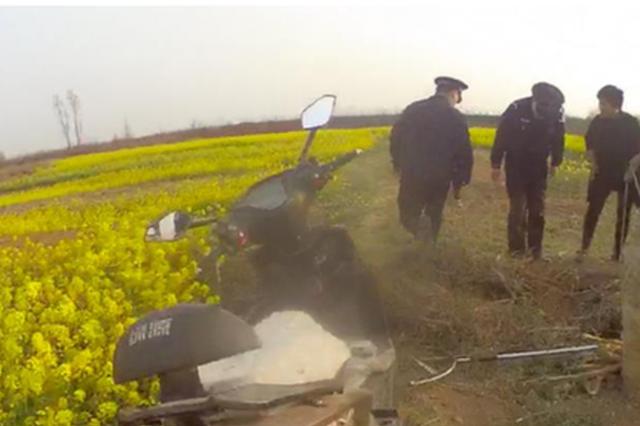 安阳女孩采摘油菜花掉进枯井 群众和民警及时救援