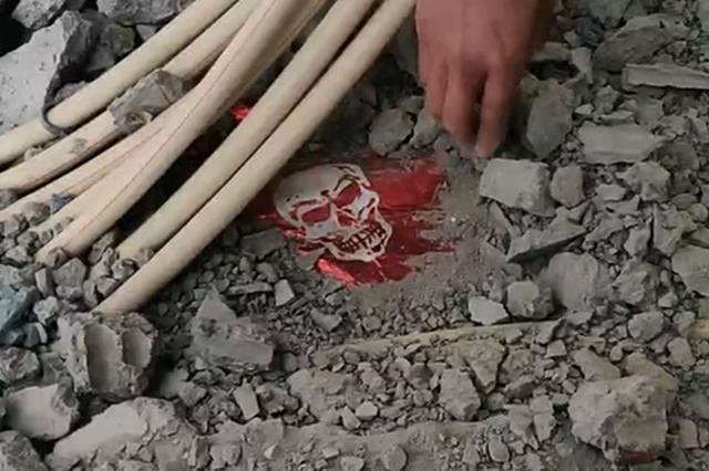 郑州男子装修新房扒开地面后 被眼前一幕吓到