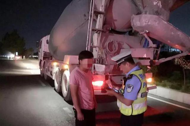 郑州交警持续加大对各类交通违法行为的查处力度