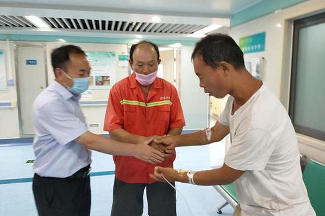 郑州一果农街边发病倒地 好心人送医后又做出暖心善举