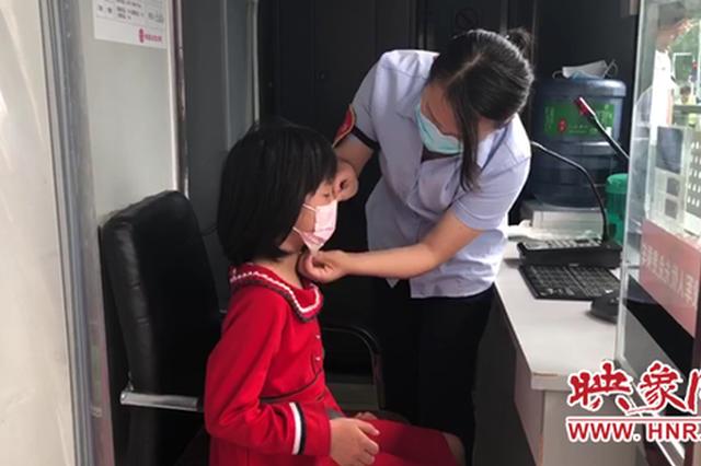 郑州女孩与哥哥走散迷失街头 站务长接力护送女孩回家