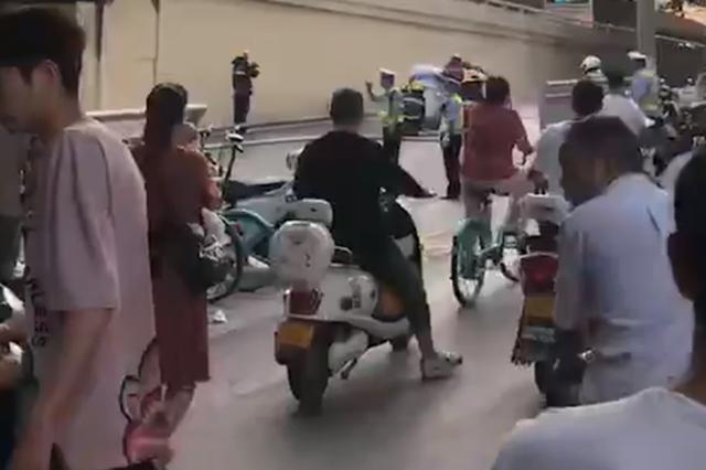 网传郑州紫荆山立交二层掉下一辆轿车?真相是这样