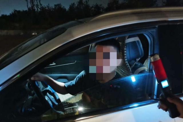 """郑州小伙领证当天酒驾被查 驾驶证没捂热乎就此""""离别"""""""