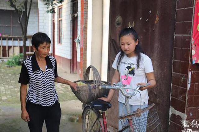 郸城单亲娃患癌 12岁姐姐捡烂菜叶吃:不能没有弟弟
