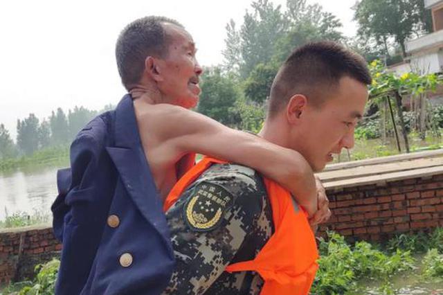 固始籍95后武警回乡休假遇洪灾 协助转移村民50余人