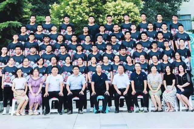 鹤壁女班主任带出高考学霸班:全班57人 56人分数过600
