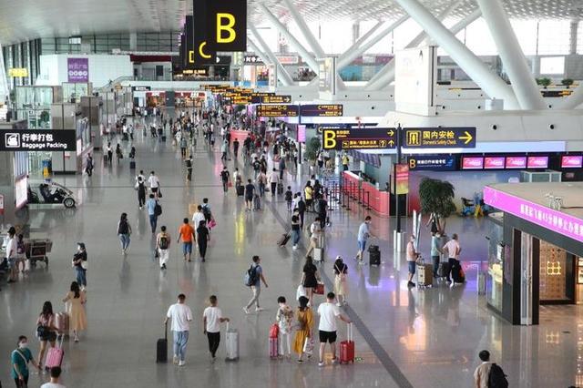 郑州机场发送旅客超一千万人次 暑运新增多条航线