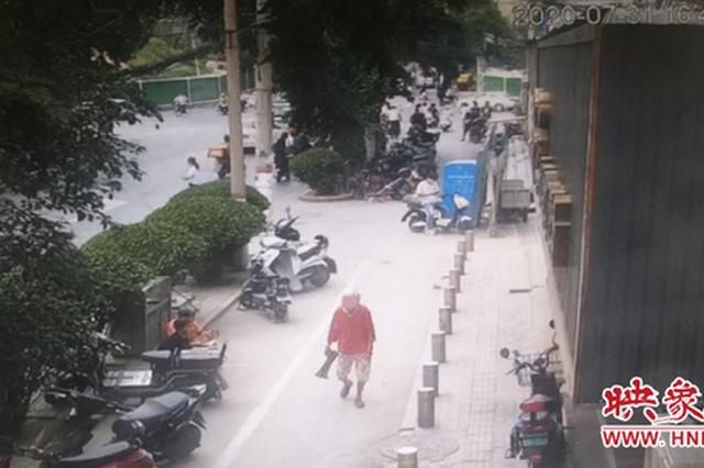 郑州八旬老人走失 民警监控追踪助其寻人