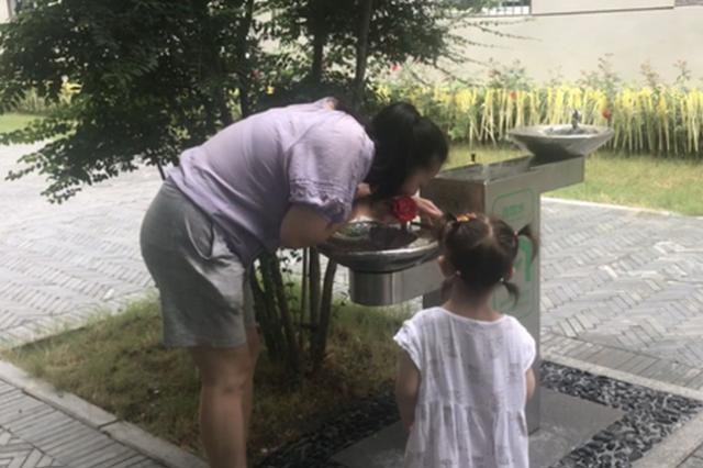 """郑州中原区街头安装7台直饮水机 免费为市民""""解渴"""""""
