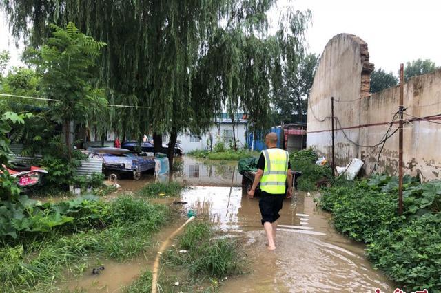 郑州民工宿舍积水10厘米 动用抽水泵排水两个多小时
