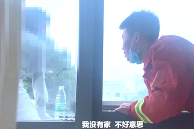 女子在郑州一医院欲轻生 接到家人电话后大叫跳楼
