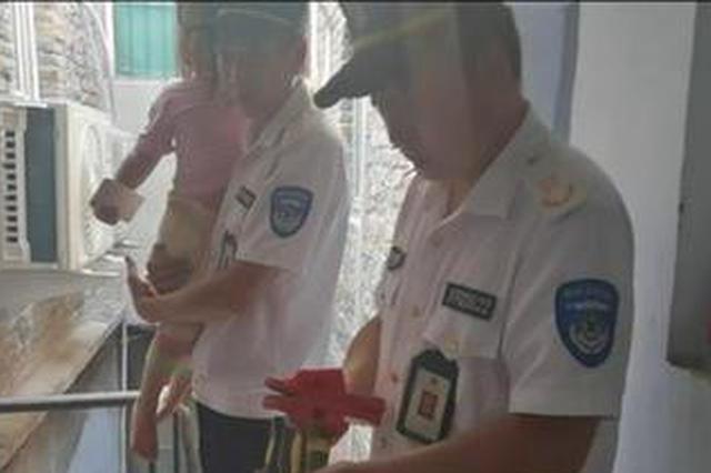 郑州3岁女孩站在窗边哭着找妈妈 独留孩子在家险酿意外