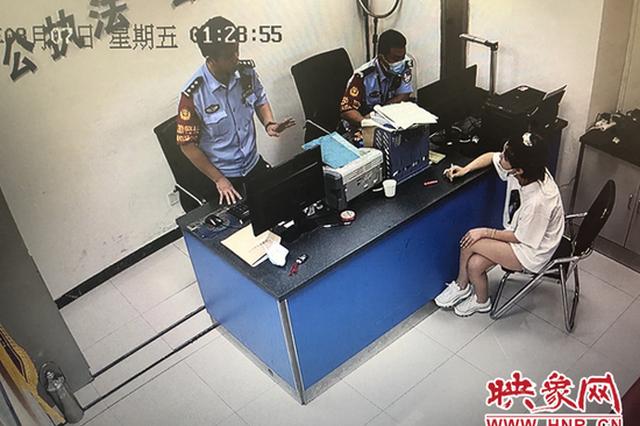 大二女学生在飞机上抽电子烟 郑州警方:处罚没商量