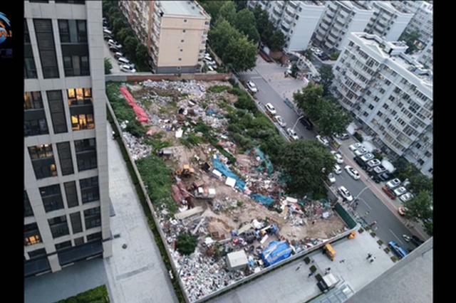 郑州一居民区隐藏垃圾场遭曝光 办事处:改成停车场