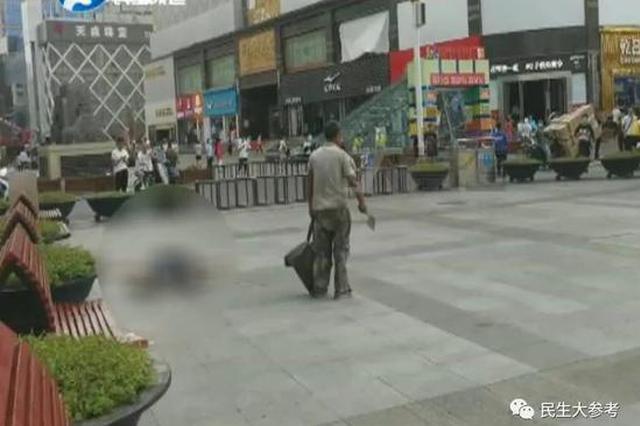 突发!郑州二七广场一男子持斧砍人被制服