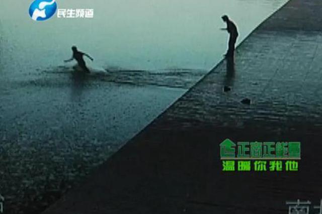 为了一名女子 郑州俩小伙飞奔跳入如意湖累瘫