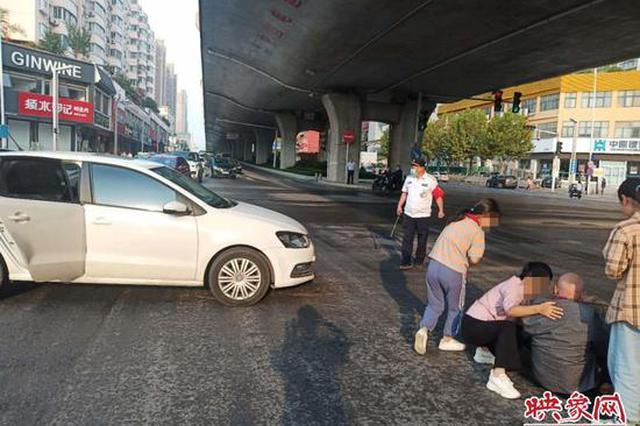郑州女子开车急着送孩子 撞倒七旬老人:我没事你走吧