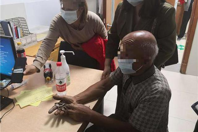 77岁老人被毒蛇咬伤 河南高速交警警车开道紧急护送就医