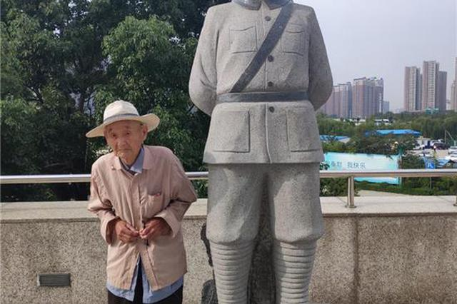 周口99岁老兵推车90分钟去看敬佩80年的英雄