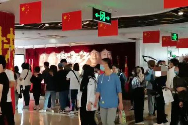 """国庆档成迟到的""""春节档"""":郑州首日电影票房超去年同期"""