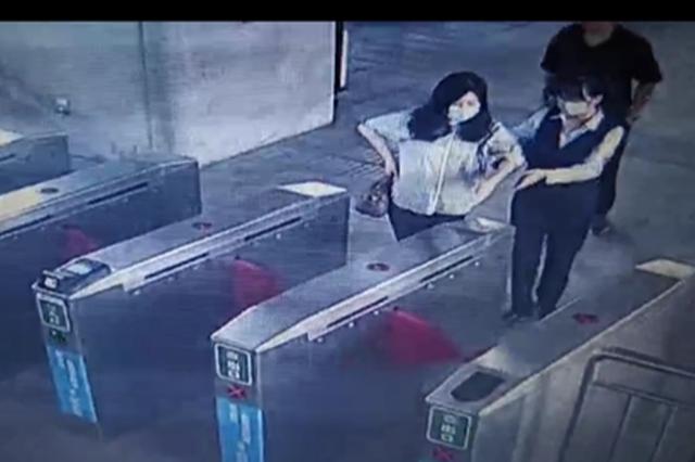 郑州孕妇出门穿衣单薄 快速公交站务长送上最暖服务