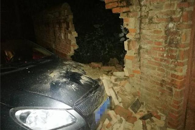 南阳男子醉驾撞倒墙!与老婆争执驾驶不到200米出事了
