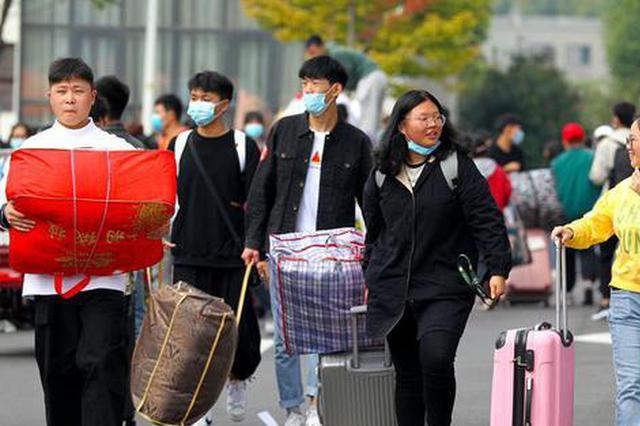 河南许昌:大学校园迎新忙(图)