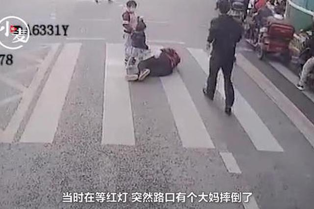 """郑州公交车长突然""""脱岗""""三分钟 却获一车乘客点赞"""