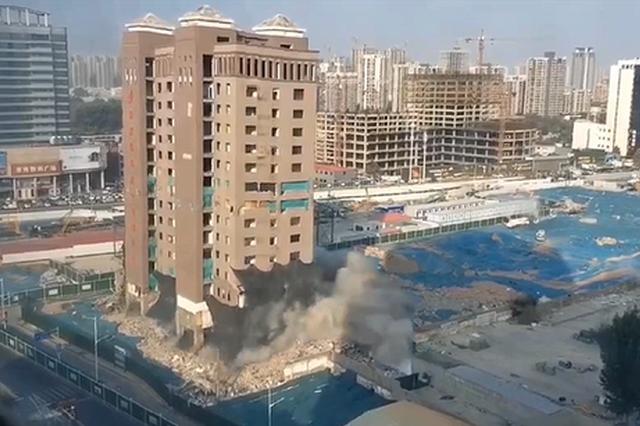 中科信息大厦爆破曾是河南科技市场标志性建筑 建筑渣土等已覆盖