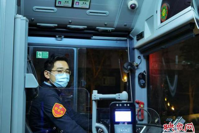 郑州零点公交车长 日复一日守望城市夜归人的回家路