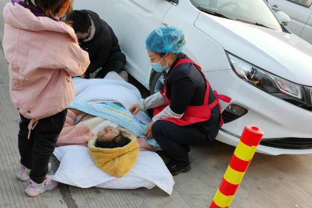 暖心!孕妇突然晕倒吐血 连霍高速三门峡服务区紧急救助