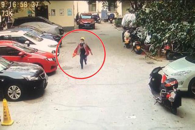 """9岁小学生意外拾到千元现金 下一秒""""飞奔""""的样子帅呆了"""
