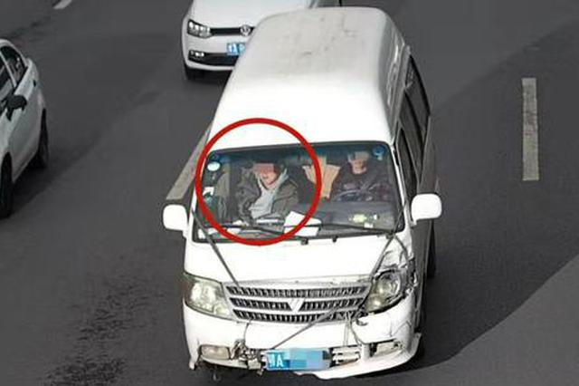 副驾驶不系安全带?一个月郑州警方抓拍52173起!