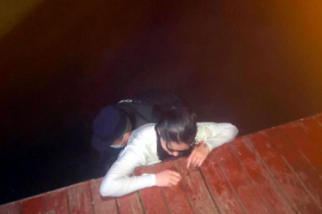 无惧危险跳水救人 郑州这位辅警好样的!