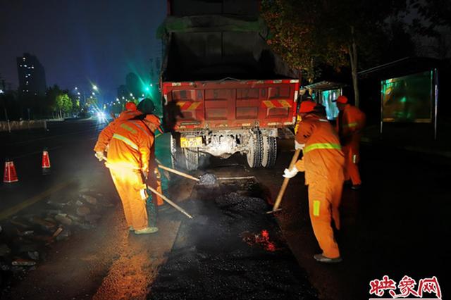确保市民冬季出行畅通 郑州市政全力维护基础设施