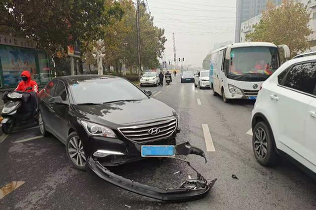 郑州一轿车变道与出租车相撞 交警判定轿车负全责