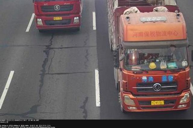 注意!200台货车不按规定车道行驶被河南交警曝光