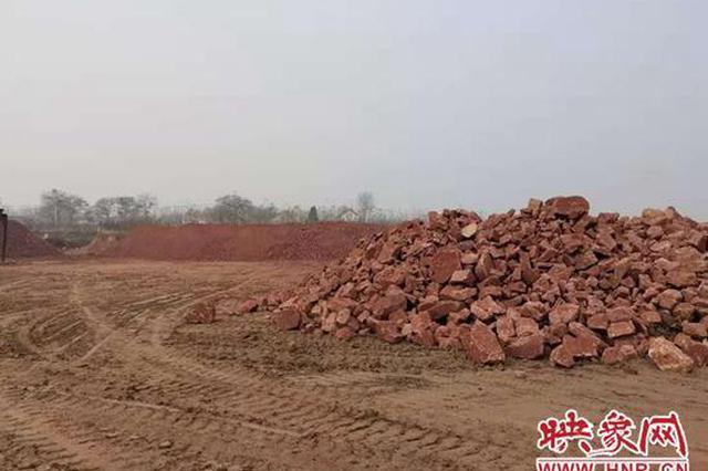 """新密一村民化名""""正义""""举报数千吨石头占压耕地"""