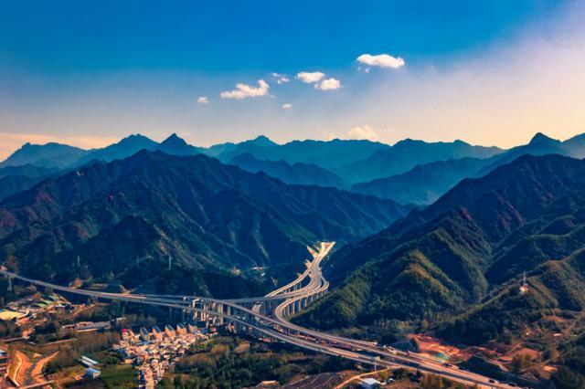 真豪!通车、开工、复工 河南高速公路通车里程跨越到7100公里!