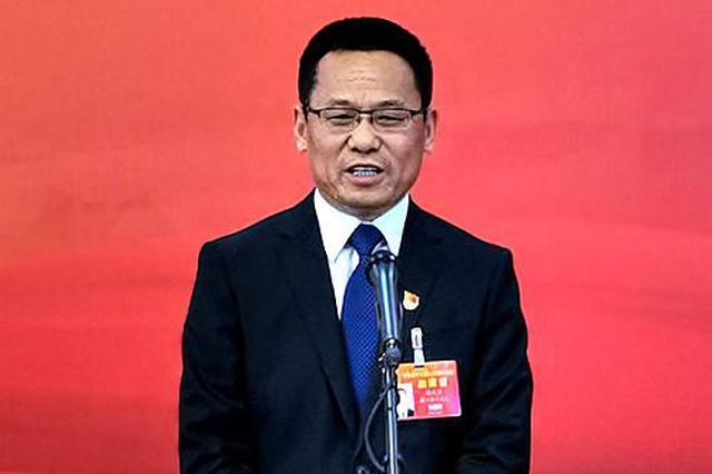 刘成章代表:吸引大学生返乡创业建设美丽家园