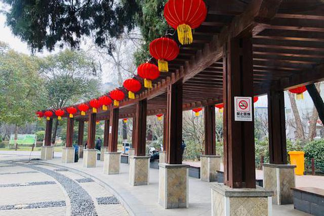 年味儿浓!郑州五一公园雕塑公园大红灯笼挂起来了