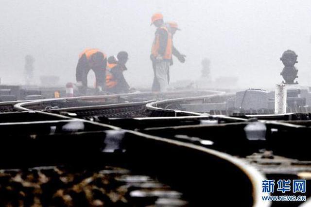 南阳:抢修线路设备 确保运输安全(图)