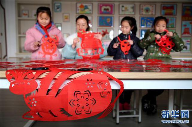 三门峡灵宝:剪金牛 迎春节(图)