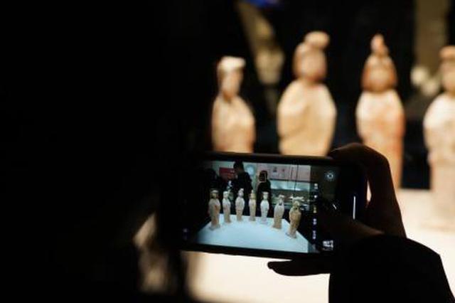 """《唐宫夜宴》""""火出圈"""" 河南博物院吸引游客打卡"""