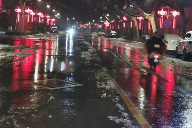郑州连夜清雪 主道路基本干净畅通