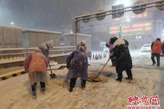 """致敬!暴雪夜 郑州这座城市""""最美的风景"""""""