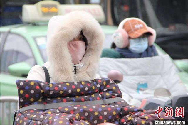 """一周内领略""""三季"""" 郑州气温从27℃降至1℃"""