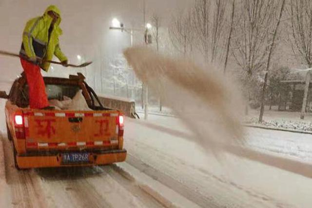 郑州市启动一级除雪预案 将在多个位置抛撒融雪剂