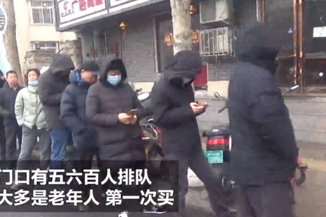郑州一元宵店门口排长队 市民早上5点就来排队等4小时