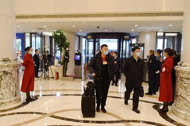 驻豫全国人大代表抵达驻地北京河南大厦